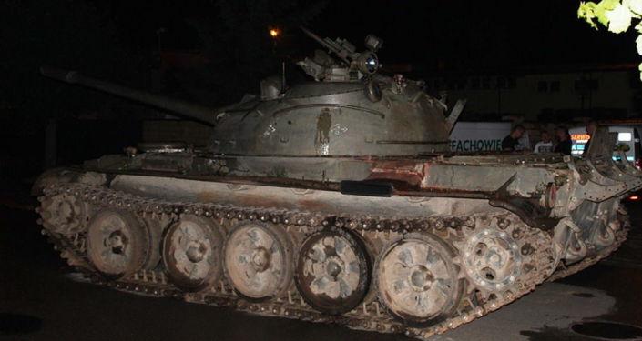 Bêbado invade cidade polonesa com tanque T-55