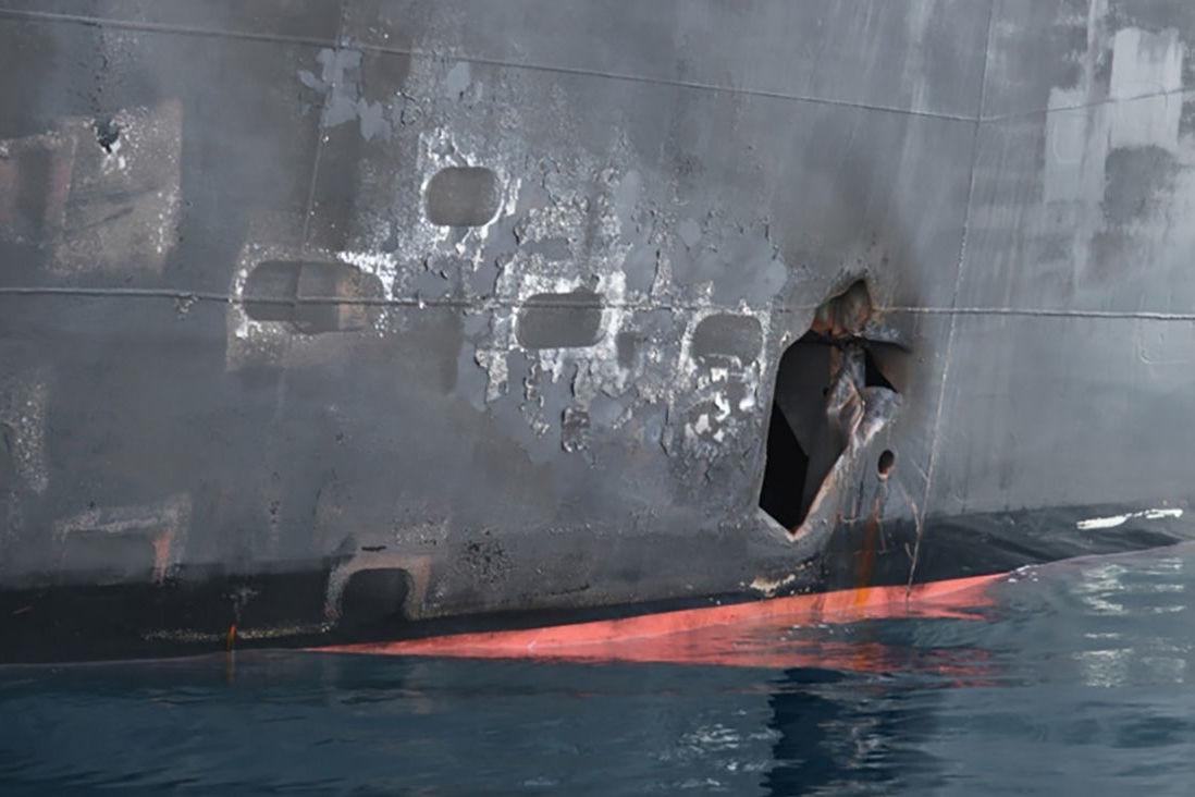 Buraco no casco do navio petroleiro Kokuka Courageous