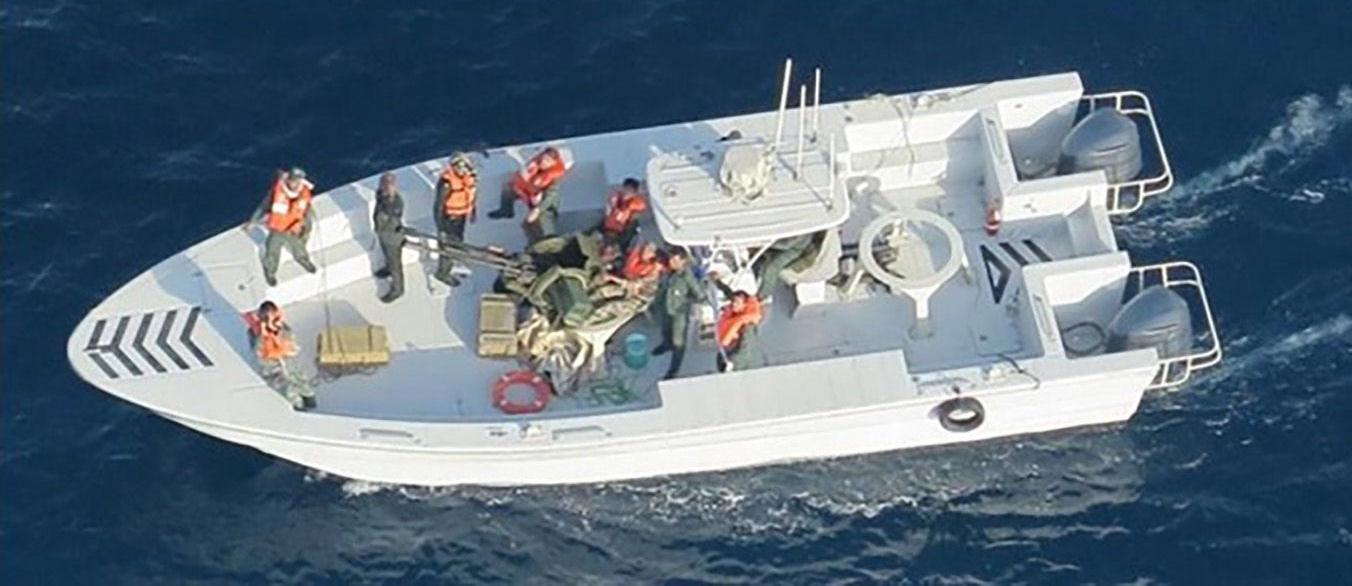 Fotografia divulgada pela Marinha dos EUA alegadamente ligada aos ataques a dois petroleiros no golfo de Omã, 17 de junho de 2019