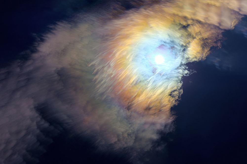 Pena de sete cores do fotógrafo chinês Yiming Li mostra a enigmática coroa da Lua
