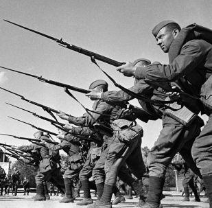 Treinamento dos militares antes do envio para a frente de batalha