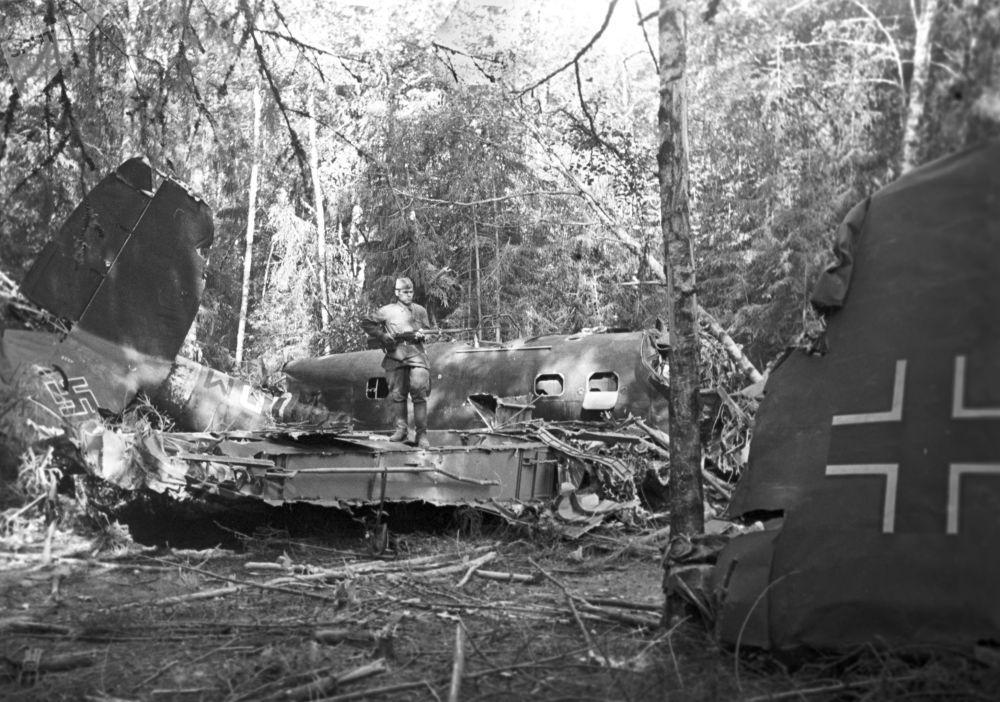 Caça alemão derrubado pela artilharia antiaérea soviética em bosque na região de Moscou