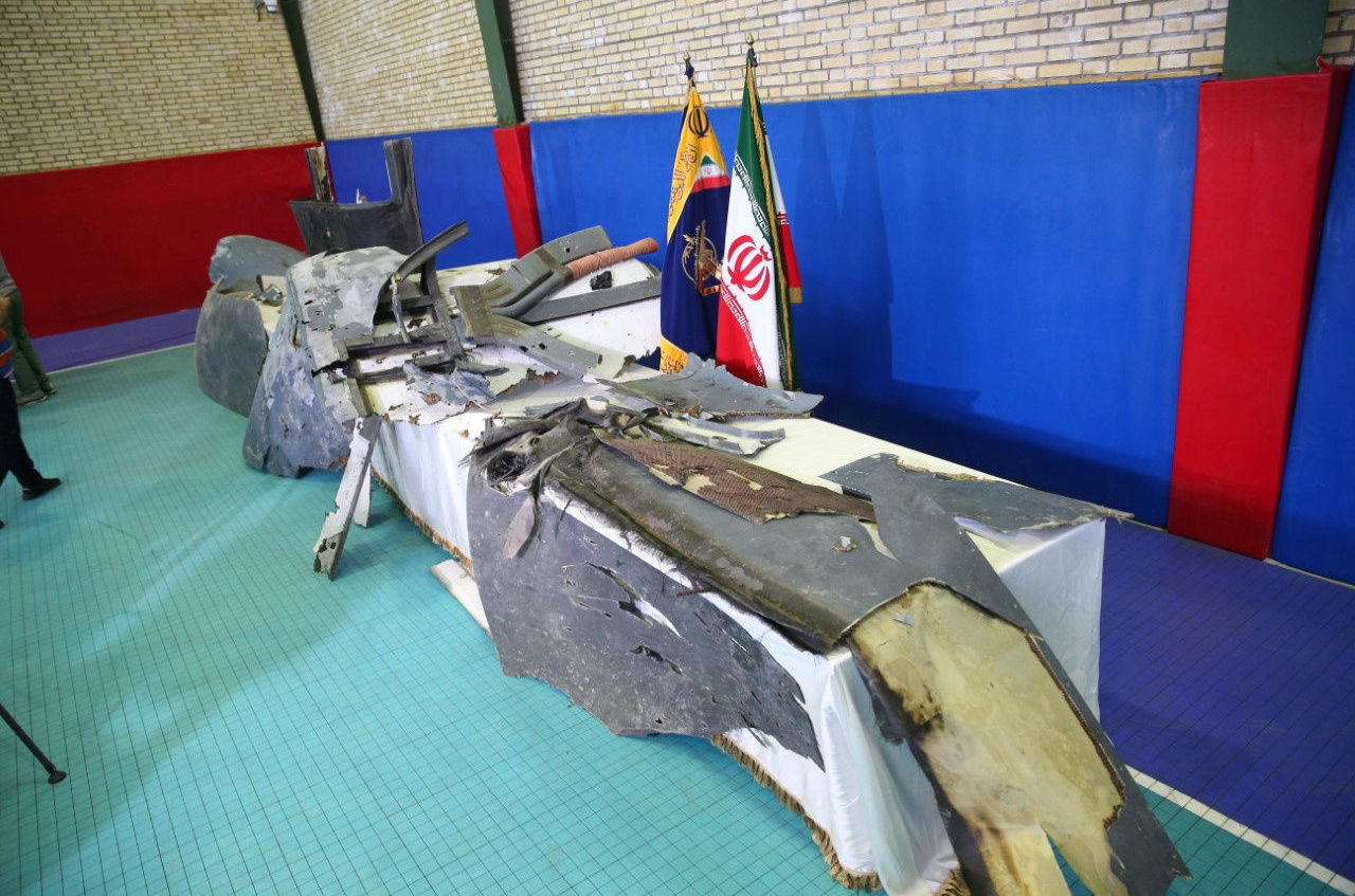 Partes do suposto drone militar norte-americano derrubado por militares do Irã