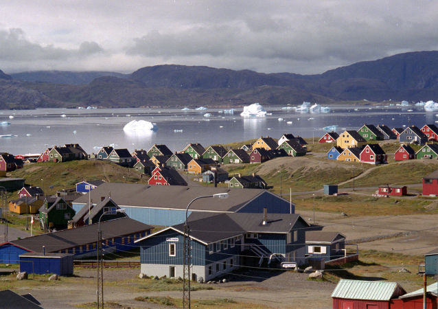 Icebergs gigantes em fiorde em Narsaq, sul da Groenlândia