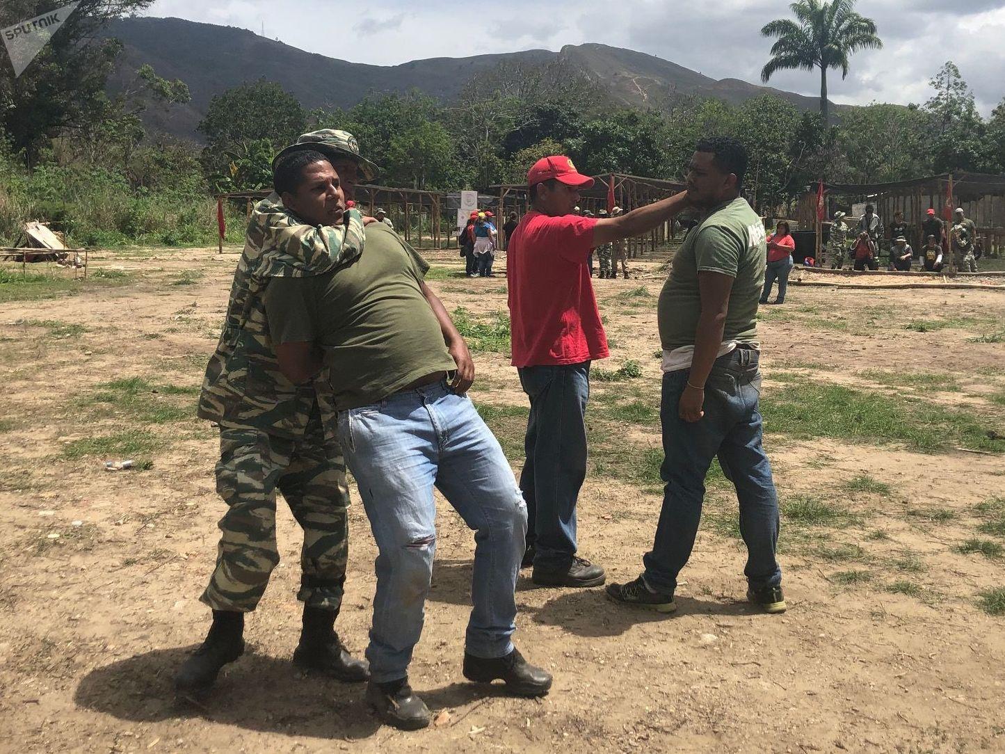 Técnicas de combate, como mover-se, como saber onde parar em uma guerra: estas coisas são aprendidas no Método Táctico de Resistência Revolucionária
