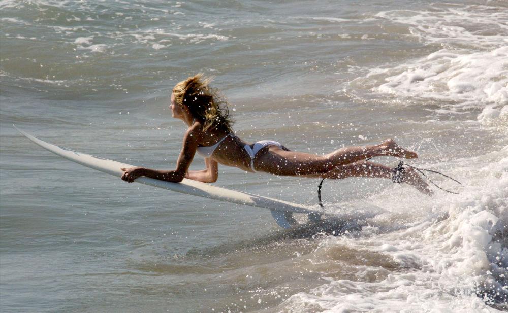 Atriz Cameron Diaz no set durante filmagem de filme em Malibu, Califórnia (EUA)