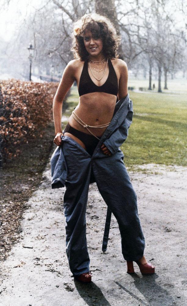 Modelo apresenta coleção de roupas da Caribbean Look 1974