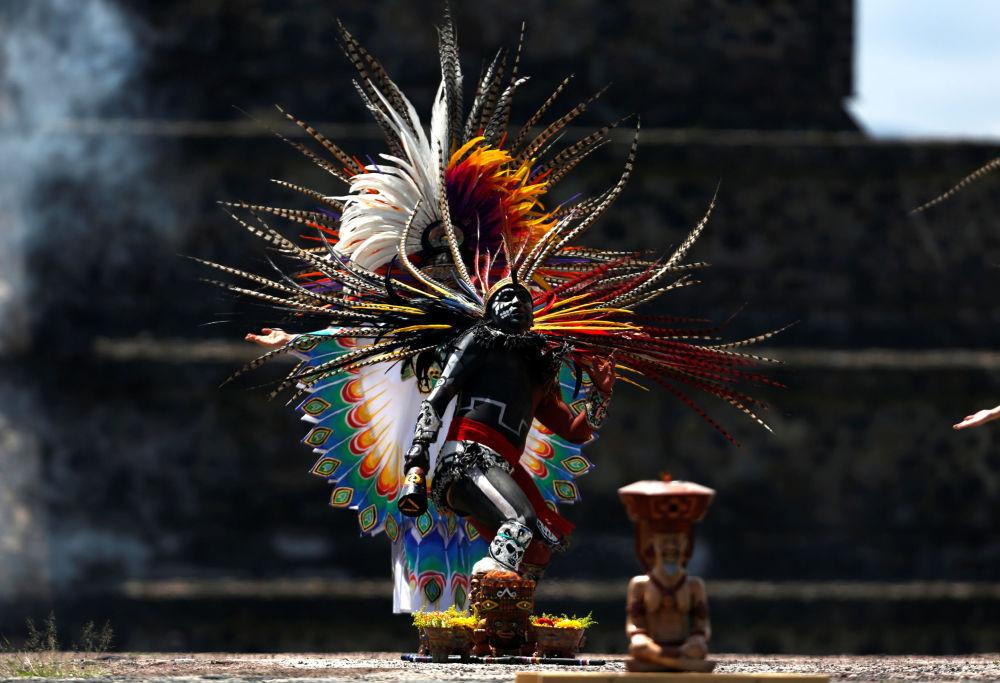 Cerimônia de acendimento da tocha na abertura dos Jogos Pan-Americanos de 2019, em Teotihuacan, no México
