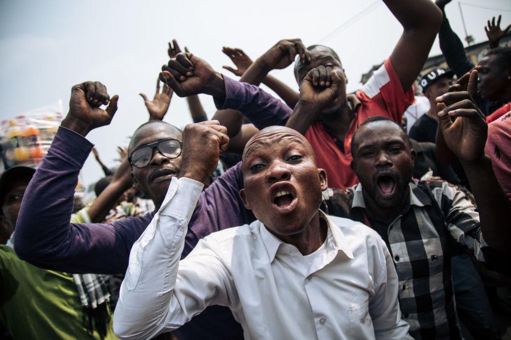 Participantes em marcha de protesto em Kinshasa, capital do Congo