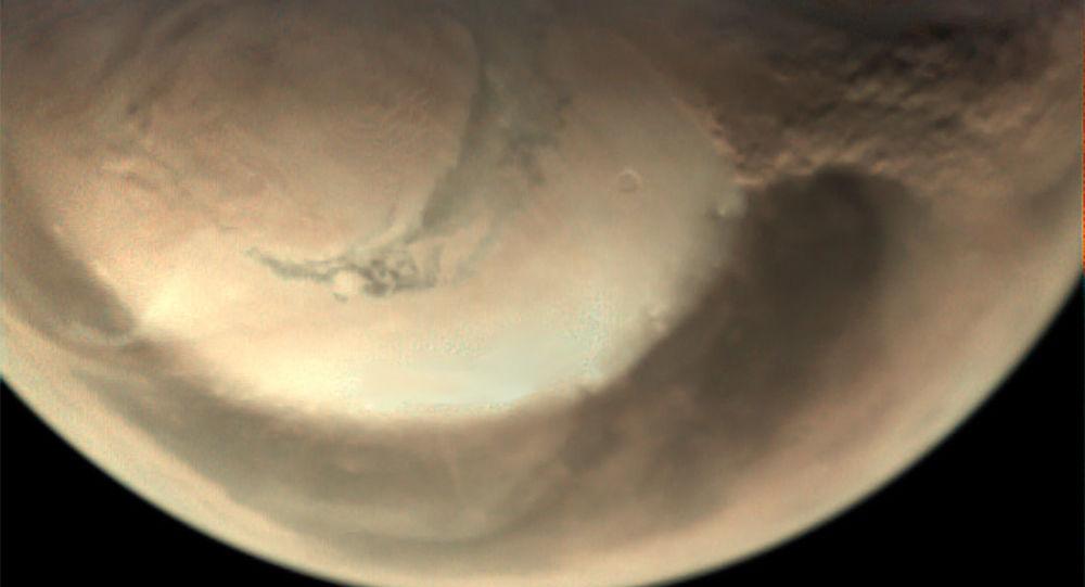 Foto tirada pela sonda Mars Express mostra tempestade de areia perto da calota polar do norte de Marte