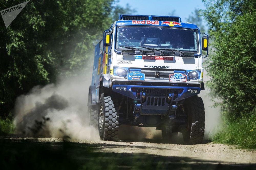 Caminhão participante do rally Rota da Seda durante a etapa na região de Irkutsk