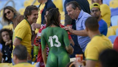 Torcedores antes do início da final da Copa da América no estádio Maracanã, no Rio de Janeiro (Brasil)