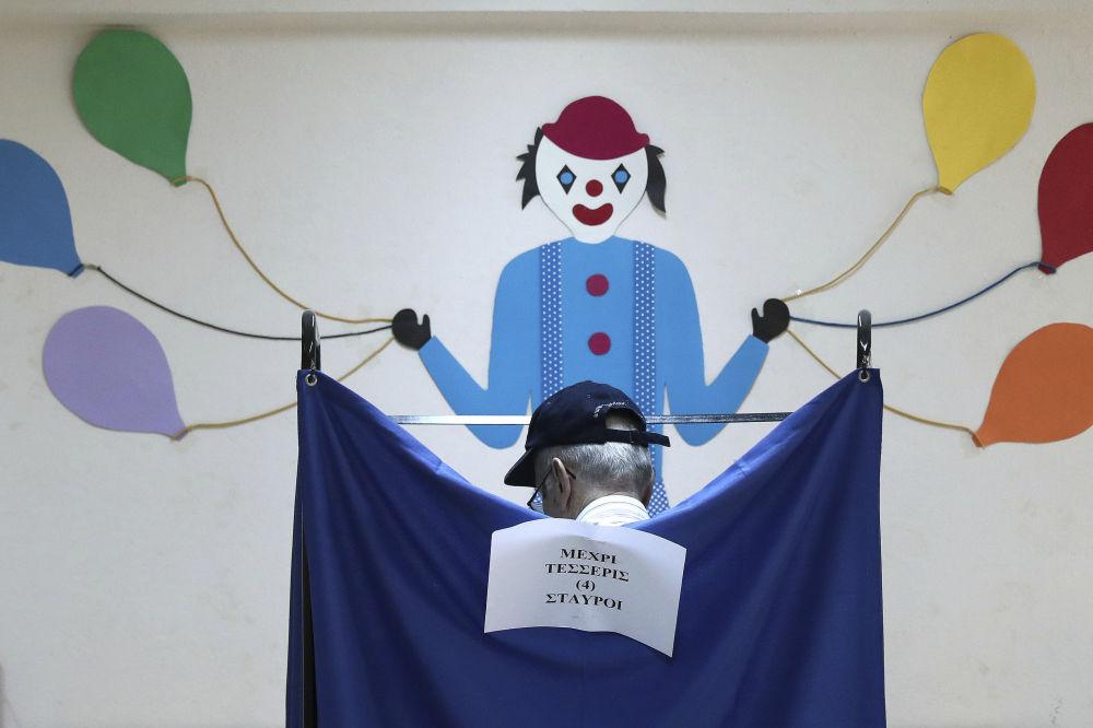 Cabine de voto nas recentes eleições em Atenas (Grécia)