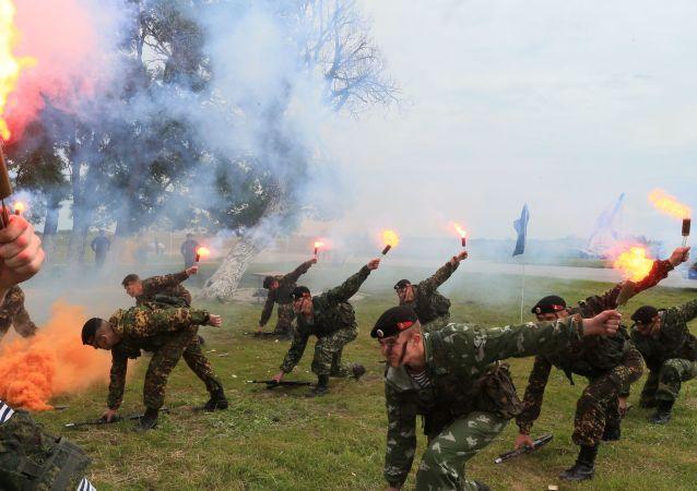 Militares da infantaria naval das forças costeiras da Marinha da Rússia durante exercícios Derby Báltico-2015, na região de Kaliningrado.