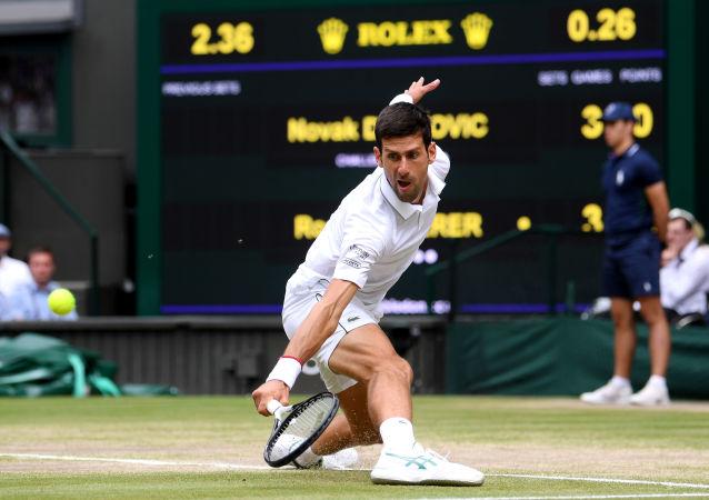 O tenista sérvio Novak Djokovic durante a final do torneio de Wimbledon 2019, contra o suíço Roger Federer