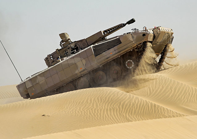 Veículo blindado de infantaria Puma durante testes nos Emirados Árabes Unidos