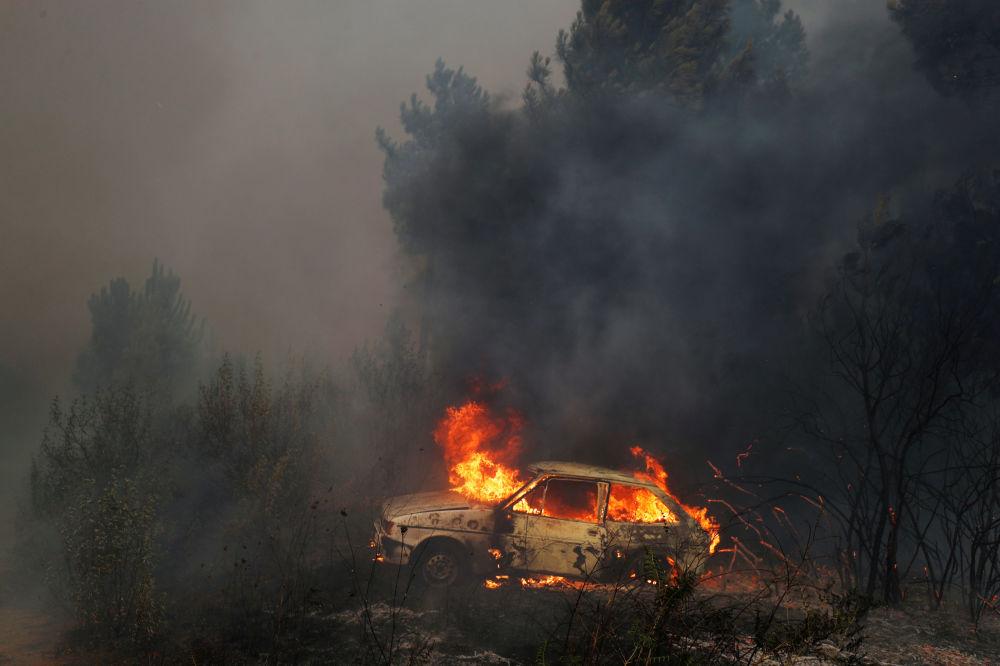 Carro queima perto de Vila de Rei, em Portugal, 21 de julho de 2019