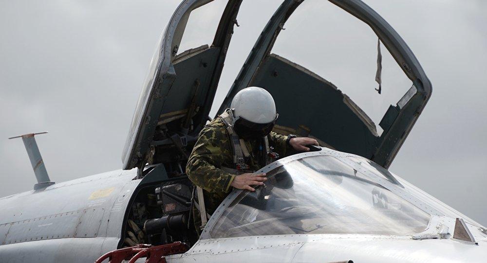 Piloto em avião Tu-95MS das Forças Aeroespaciais russas na base aérea Hmeymim, na Síria (imagem de arquivo)