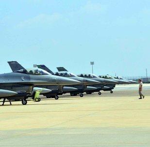 Aviões F-16 da base aérea italiana de Aviano posicionados na base turca de Incirlik, Turquia (foto de arquivo)