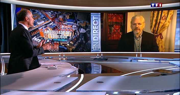Julian Assange durante entrevista ao TF1