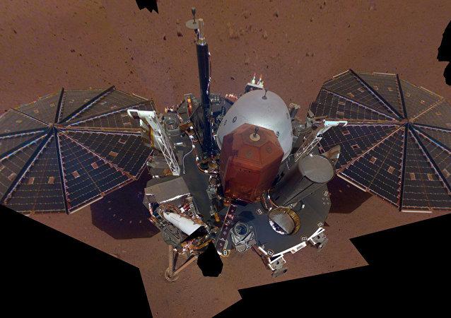 Sonda InSight da NASA tirou sua própria fotografia em Marte