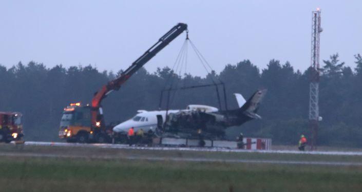 Jato de Pink pega fogo em aeroporto dinamarquês