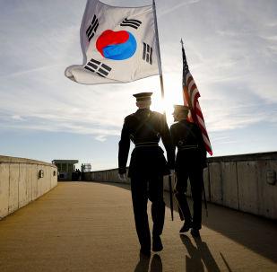 Guarda de Honra com bandeiras dos EUA e da Coréia do Sul