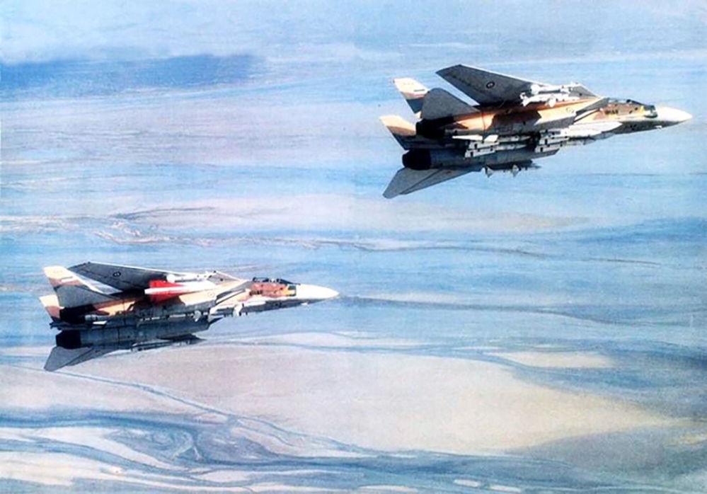 Caças da Força Aérea iraniana Grumman F-14A Tomcat armados com mísseis