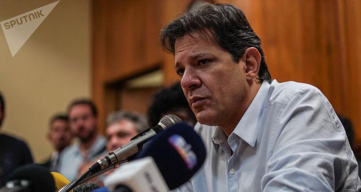 Fernando Haddad, candidato à Presidência pelo Partido dos Trabalhadores (PT), durante coletiva de imprensa no Rio de Janeiro.