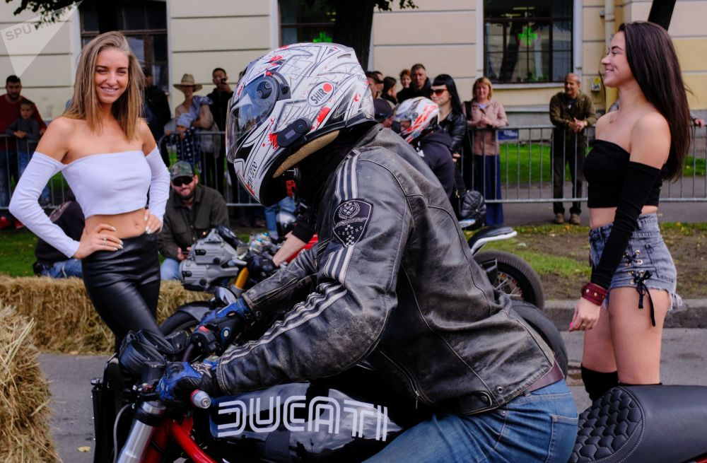 Festival internacional Motoweek em São Petersburgo