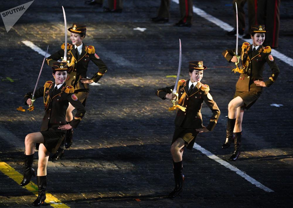 Orquestra militar da Coreia do Norte na cerimônia de inauguração do Festival Militar de Música Militar Torre Spasskaya 2019 na Praça Vermelha, em Moscou