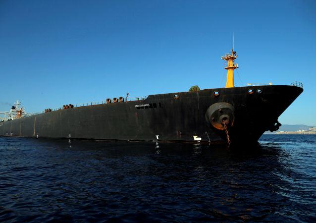 Petroleiro iraniano Adrian Darya 1, anteriormente denominado Grace 1, ancorado no estreito de Gibraltar, na Espanha, em 18 de agosto de 2019
