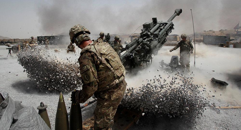Soldados do Exército dos EUA disparam de um morteiro em Candaar, Afeganistão (foto de arquivo).