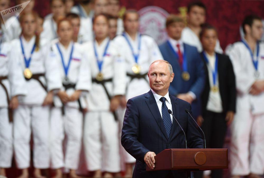 Presidente da Rússia, Vladimir Putin, em 5 de setembro, durante a cerimônia de premiação da III Turnê Internacional de Judô em nome de Jigoro Kano