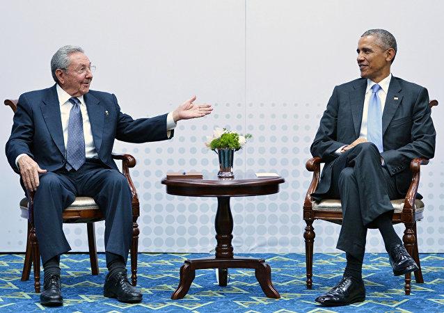 Presidentes de Cuba (Raúl Castro) e Estados Unidos (Barack Obama) se encontraram durante a  7ª Cúpula das Américas, realizada em abril, no Panamá