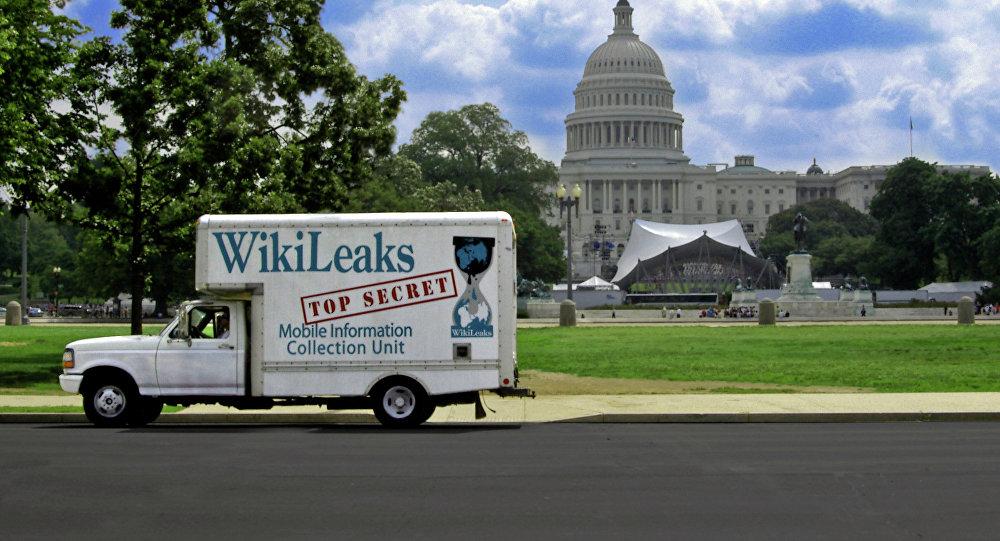 Caminhão com inscrição Wikileaks em frente à Casa Branca, em Washington DC, Estados Unidos