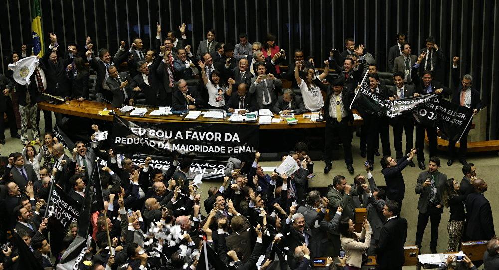 Aprovação da PEC da maioridade penal.