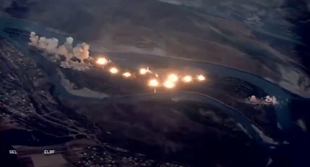 Caças F-15 da Força Aérea dos EUA lançam munições na ilha iraquiana de Qanus para expulsar militantes da Daesh