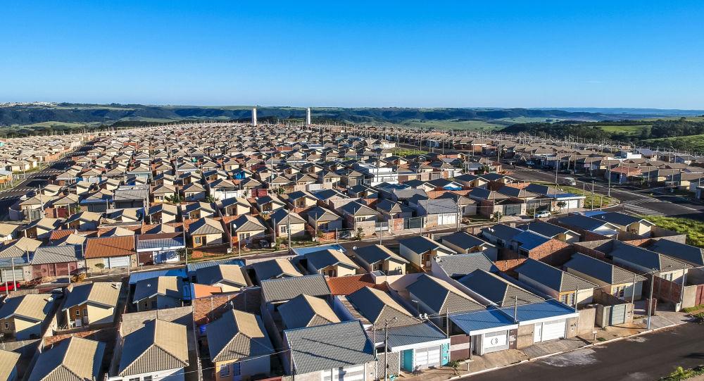 Vista aérea de casas padronizadas do programa Minha Casa Minha Vida, no bairro Vida Nova Manacá II, no distrito de Padre Nóbrega, na periferia de Marília, região centro-oeste do estado São Paulo.