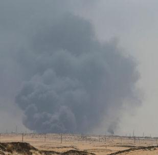 Incêndio em instalações da Saudi Aramco no campo de Abqaiq, na Província Oriental da Arábia Saudita, em 14 de setembro de 2019