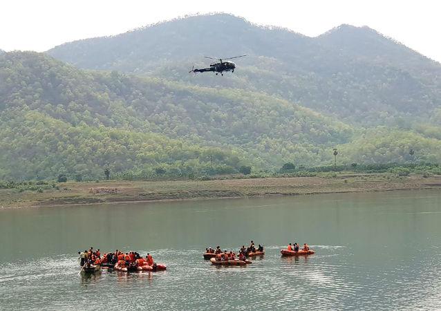 Operação de resgate no rio Godavari, Índia
