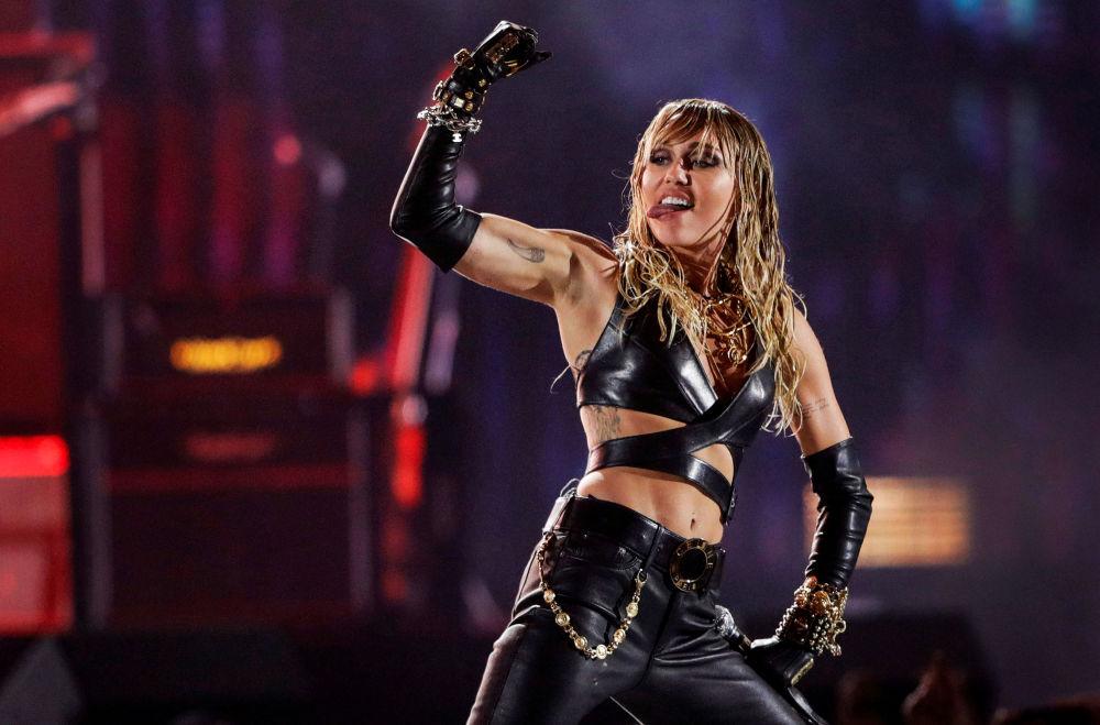 Miley Cyrus atua durante o festival de música iHeartRadio em Las Vegas, Estados Unidos em 21 de setembro de 2019