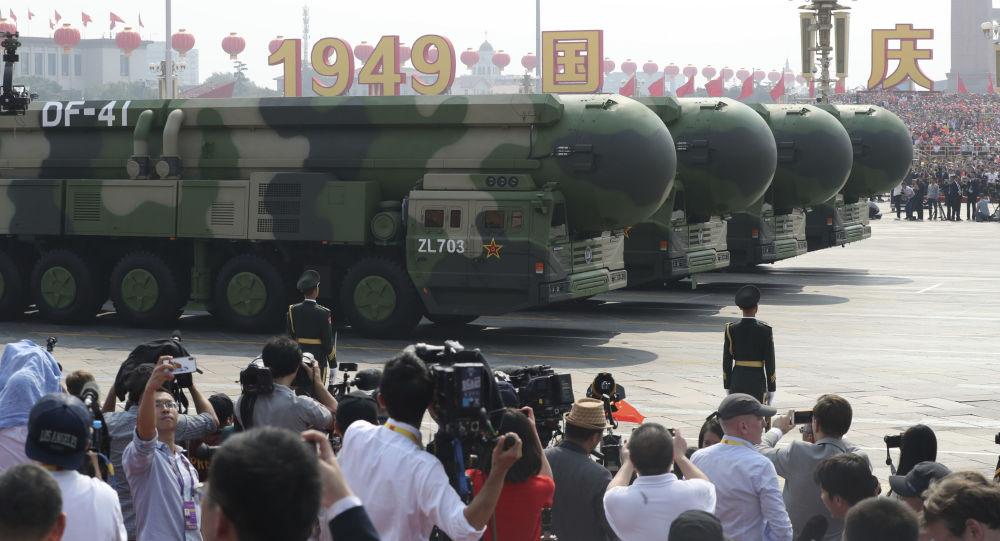 Veículos militares durante desfile para comemorar o 70º aniversário da fundação da China, em Pequim, 1º de outubro de 2019