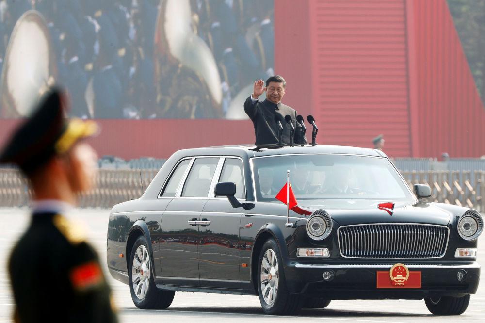 Presidente da China, Xi Jinping, no desfile militar marcando o 70º aniversário da fundação da República Popular da China, em Pequim