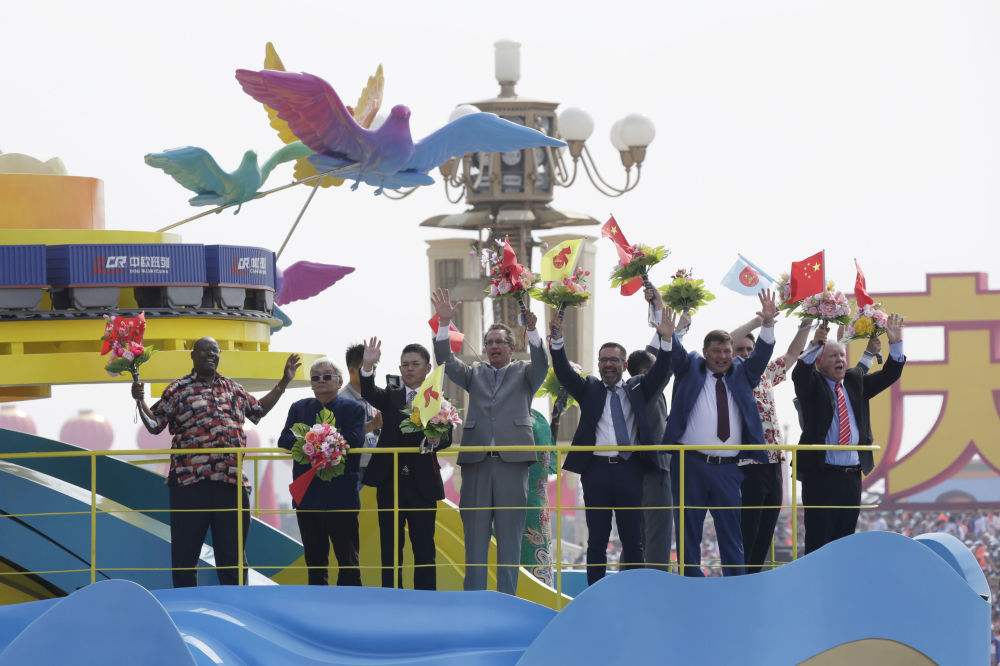 Visitantes estrangeiros no desfile militar marcando o 70º aniversário da fundação da República Popular da China, em Pequim