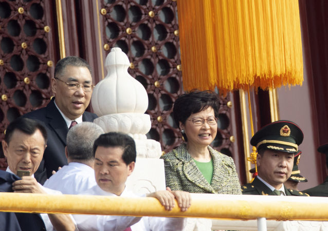 Chefe da administração de Hong Kong, Carrie Lam, no desfile militar marcando o 70º aniversário da fundação da República Popular da China, em Pequim