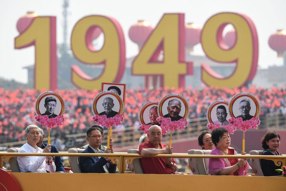 Parentes dos revolucionários-mártires durante o desfile militar marcando o 70º aniversário da fundação da República Popular da China, em Pequim