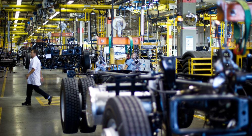 Linha de produção da MAN Caminhões, em Resende, no Rio de Janeiro, em 17 de julho de 2012.