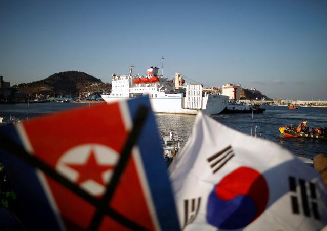 Ferry norte-coreano Mangyongbong-92 no porto de Donghee, Coreia do Sul, 6 de fevereiro de 2018