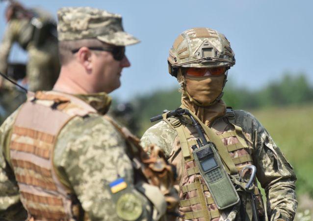 Militares ucranianos durante manobras